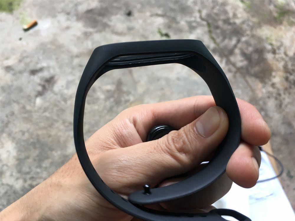 đánh giá vòng đeo tay mi band 4 18